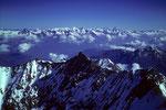 Blick über das Nadelhorn 4327 m zu den Berner Alpen