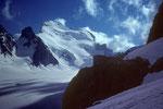 Refuge Écrins 3170m, la Barre Noir 3751 m und Barre des Écrins 4102 m mit Dome