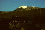 Horombo Hütten  3719 m und Kilimanjaro 5895 m