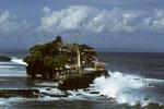 Pura Tanah Lot - traumhaft im Meer gelegener Tempel gegen das Böse aus dem Meer