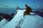 Auf dem Gipfelgrat mit dem Felsgipfel des Gran Paradiso 4061m