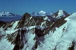 Ochs 3900 m, Gr. Fiescherhorn 4049 m mit Weisshorn 4505 m in der Ferne