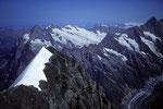 Eiger Gipfelgrat mit Wetterhorn 3701 m und Schreckhorn 4078 m