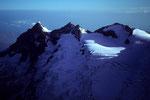 Wetterhorn 3701 m, Mittelhorn 3704 m und Rosenhorn 3689 m vom Schreckhorn