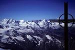 Täschhorn Gipfelkreuz mit  Liskamm 4527 m, Castor 4226 m, Pollux  4091 m und Breithorn