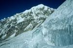 Eisformationen und Langtang Lirung