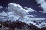 Ama Dablam 6856 m und rechts Kangtega 6779 m mit Thamserku 6608 m - Tele -
