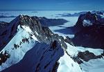 Blick vom Mönch 4107 m auf Eiger 3970 m rechts Wetterhorn 3701 m