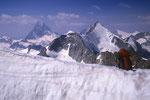 Matterhorn 4478 m, Wellenkuppe 3903 m und Obergabelhorn 4063 m beim Abstieg.