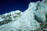 Eisformationen und Langtang Lirung 7234 m
