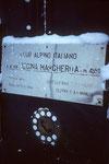 Hinweis auf das Nottelefon in der Capanna Regina Margherita 4554 m