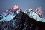 Mount Everest 8848m, Lhotse 8501 m im letzten Sonnenlicht