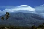 Gunung Agung  3142m mit Gipfelwolke