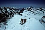 Seilschaft auf dem Gipfelgrat