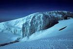 Eiswand am Gipfel auf 5895 m