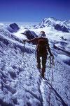 Abstieg mit Monte Rosa 4635 m am Horizont