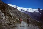 Start zur Täschhütte 2701 m von der Täschalp 2214 m