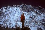 Gipfel Chukung Ri 5546 m dahinter Nuptse 7879 m Südwand