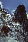 Michael und Walti, dahinter der Gr. Gendarm 4091 m und unten Saas Fee 1798 m