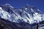 Mount Everest 8848 m und Lhotse 8501 m - Tele von Tengboche -