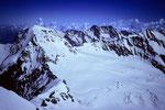 Mönch 4099 m mit Schreckhorn 4078 m und Lauteraarhorn 4042 m