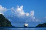 Pelni ferry kommt alle 14 Tage; die zweite An- und/oder Abreisemöglichkeit.