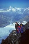 Walti und Michael am WSW-Grat mit Matterhorn 4478 m im Hintergrund