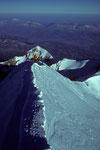 Gipfelgrat mit  Aiguille de Bionnassay  4052 m in der Tiefe