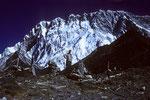 Nuptse 7879 m Südwand vorne Vorgipfel Chukung Ri