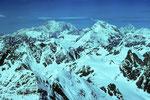 Gipfelblick zum Montblanc 4807 m und Grand Combin 4314 m.