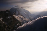 Weisshorn 4505 m mit Wolkenfahnen.