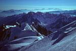 Mont Maudit  4465m  und Berner Alpen in der Ferne