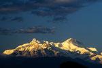 """Annapurna IV und II  im """"Alpenglühen"""" von Pokhara aus."""