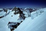 Jungfrau 4158 m und Wengen-Jungfrau 4090 m - Walliser Berge in der Ferne