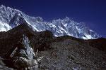 Lhotse 8516 m und Lohtse Shar 8383 m vorne Vorgipfel Chukung Ri