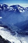 Tiefblick auf Saas Fee - 2700 m unter uns mit  Lagginhorn  und Weissmies 4017 m