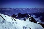 Blick zu den Berner Alpen mit Balfrinkette 3796 m im Mittelfeld