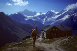 Täschhütte 2701 m mit Zinalrothorn 4221 m jenseits des Mattertals