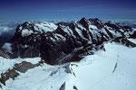 Wetterhorn 3692 m, Schreckhorn 4078 m und Lauteraarhorn 4042 m vom Gipfel