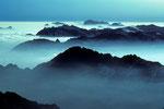 Gipfelmeer im Morgenlicht