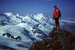 Im Hintergrund Castor 4226 m, Pollux 4091 m und Breithorn 4165 m