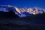 Nuptse 7879 m und Lhotse 8516 m bei Sonnenaufgang