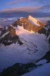 Wellenkuppe 3903 m und Obergabelhorn 4063 m im Morgenlicht