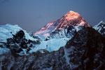 Mount Everest 8848m als der Letzte im letzten Sonnenlicht; also am höchsten!
