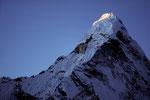 Erste Sonnenstrahlen am Gipfel,  Ama Dablam 6856 m  - Tele -