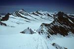 Gipfelgrat mit Blick zum Finsteraarhorn 4274 m