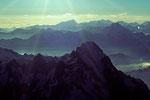 Grandes Jorasses 4208m  mit  Walliser Berge in der Ferne - Tele -
