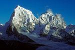 Cholatse 6440 m mit Taboche 6542 m am Spätnachmittag