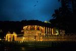 Dalada Maligawa - Tempel des Heiligen Zahns bei Nacht