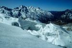 Gletscherbruch mit Ponggen Dopku 5930 m im Hintergrund